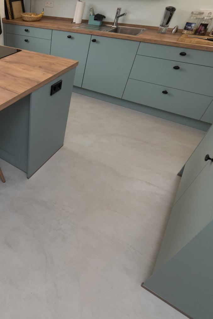 beton-cire-boden-kueche-gespachtelt-nrw