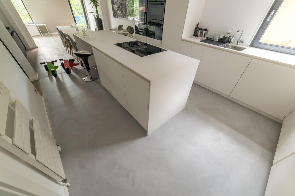 design-kueche-beton-cire-boden