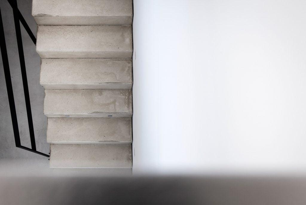 design-treppe-sichtbeton–raumkonzept-nrw
