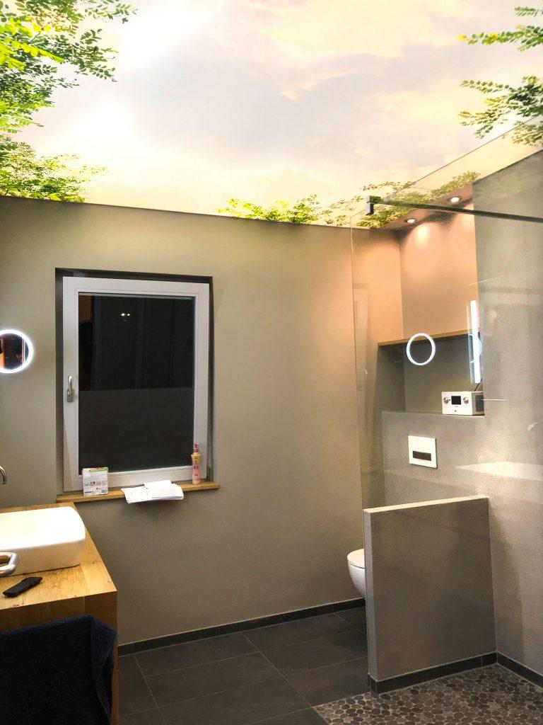 spanndecke_badezimmer-floral_raumkonzept-nrw